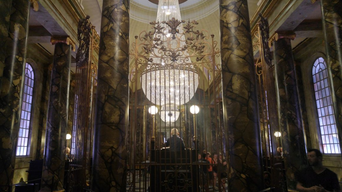 Harry Potter and the Escape from Gringotts Queue Line