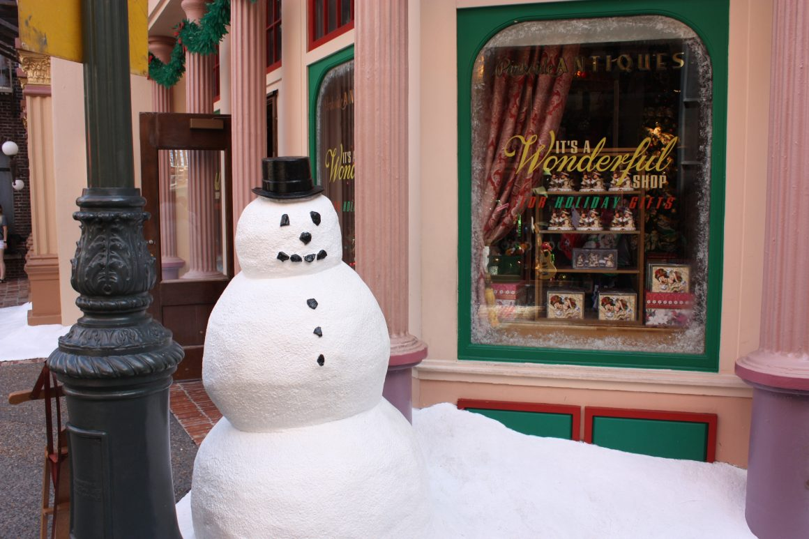 Snowman outside of Mama Melrose's