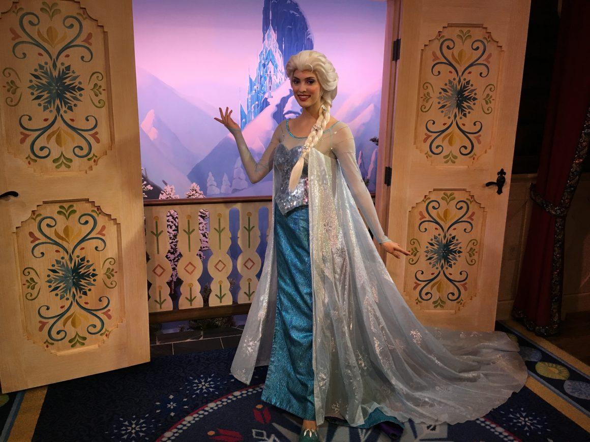 Elsa at Frozen Royal Sommerhus